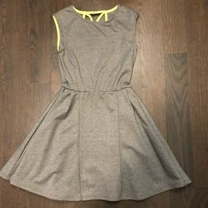 ADORABLE W Girl Dress - Size S (7/8)